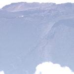 富士山を登山中の20代女性の頭部に直撃し死亡。山頂付近