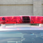 突然数人の男が家に侵入。14歳の少女とその両親を襲って逃亡。